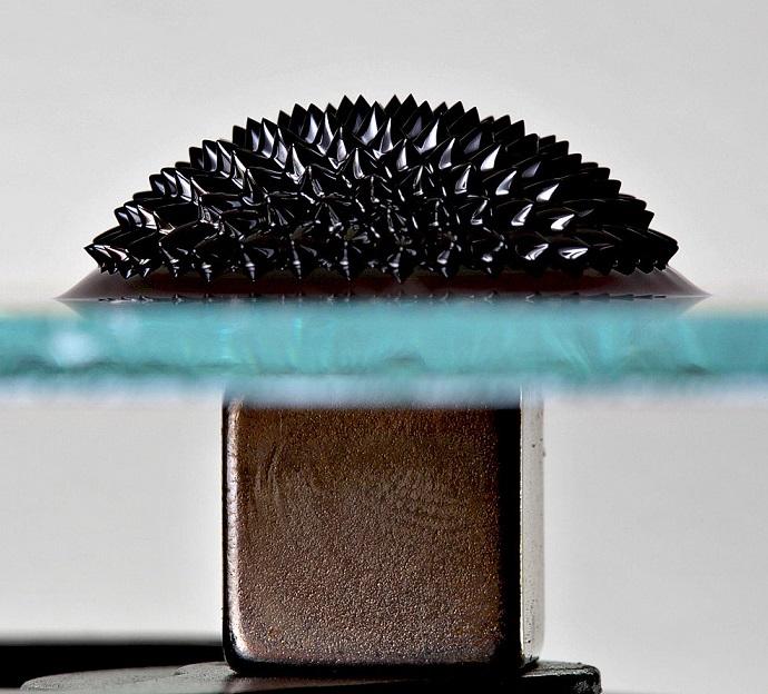 Ferrofluid_Magnet_asremavad